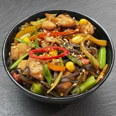 Соба с курицей и овощами