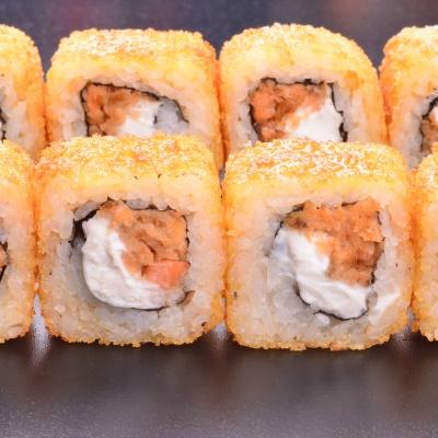 Ролл темпура с жареным лососем