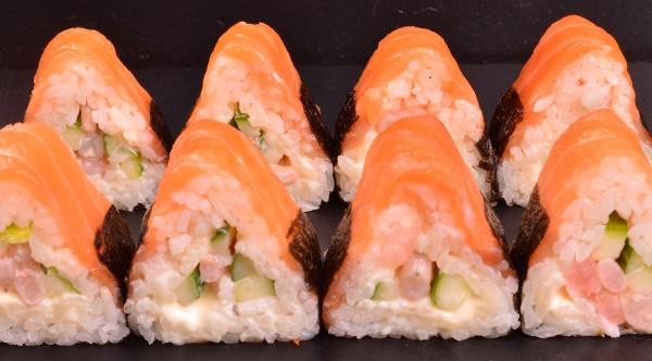 Ролл Треугольник с креветкой и лососем